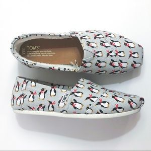 TOMS Classic Grey Holiday Penguin Flats 8.5 NEW